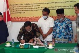 RAPP serahkan bantuan bagi mahasiswa kurang mampu di STKIP Meranti