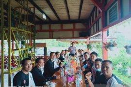Menikmati kuliner seafood Tengah Sawah di Batusangkar