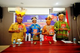 """Bupati Jayapura luncurkan buku """"kembali ke kampung adat meniti jalan perubahan di tanah Papua"""""""