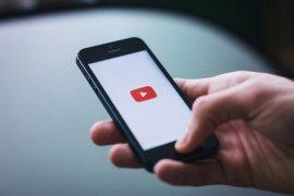 YouTube blokir channel  podcast Steve Bannon