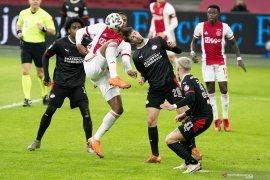 Duel panas, Ajax vs PSV berakhir imbang 2-2