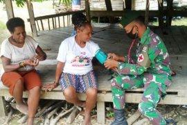 Satgas Pamtas Yonif MR 413 beri layanan kesehatan gratis warga di perbatasan