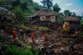 Pencarian korban longsor Cimanggung Jabar Page 2 Small