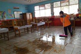 PBM tatap muka sejumlah sekolah di Solok dihentikan sementara, karena dibersihkan pascaterendam  banjir