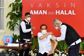 """Vaksinasi adalah \""""game changer\"""", kunci yang menentukan sebut Jokowi"""