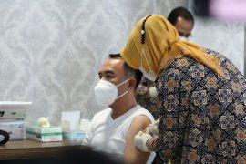 Bupati Waykanan telah terima vaksin COVID-19 bersama 20 pejabat publik