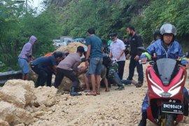 Gempa di Majene menimbulkan korban jiwa dan  kerusakan bangunan