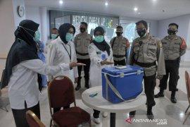 Vaksinasi di lingkungan RSMH Palembang Page 4 Small