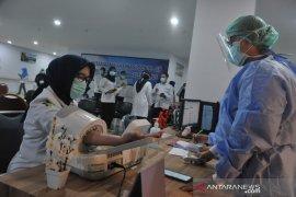 Vaksinasi di lingkungan RSMH Palembang Page 3 Small