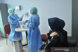 Vaksinasi di lingkungan RSMH Palembang