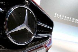 Daimler susul VW pangkas produksi karena krisis bahan semikonduktor