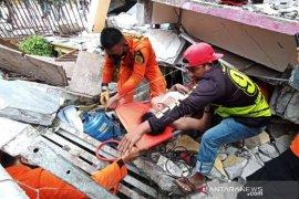 Evakuasi KOrban Gempa Bumi Mamuju