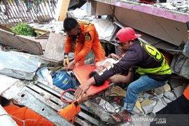 Evakuasi korban gempa bumi