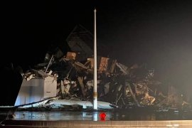 Sejumlah korban terjebak di reruntuhan Kantor Gubernur Sulbar