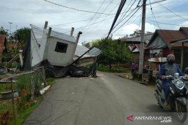 Panglima TNI perintahkan Pangdam dan Danrem bersihkan puing-puing bangunan akibat gempa