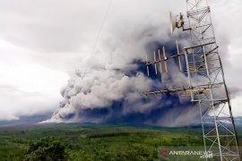 Lima kecamatan di Lumajang diguyur hujan abu  Gunung Semeru