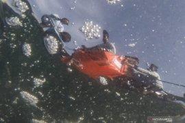 Basarnas menghentikan sementara penyelaman puing SJ 182 karena cuaca buruk