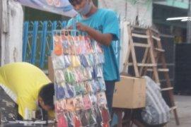 Sejumlah pedagang di Bandarlampung masih jual masker scuba