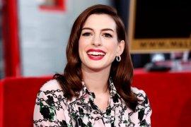 "Anne Hathaway berpacu dengan waktu rilis \""Locked Down\"""