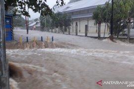 Jaringan komunikasi di Tambelan terganggu sejak bencana air bah