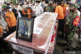 Pemakaman Jenazah Indah Halimah Putri Page 7 Small