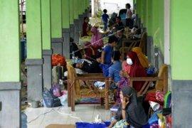 Pengungsi korban gempa bumi di Mamuju Page 2 Small