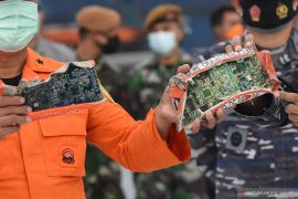 Satgas SAR TNI AL temukan 3 kantong  serpihan badan pesawat SJ-182