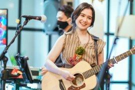 """Terjun ke dunia musik, Aktris Tissa Biani rilis lagu \""""Bahagia Sama Kamu\"""""""