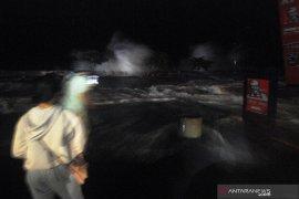 Superposisi gelombang tinggi dan air pasang di Manado diprediksi masih terjadi
