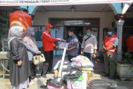 PMI Kota Solok serahkan bantuan untuk warga terdampak banjir
