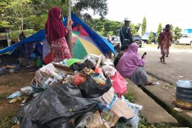 Pengungsi gempa di Mamuju keluhkan minimnya air bersih