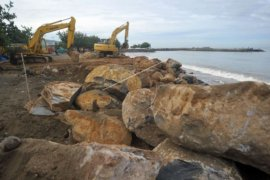Penanganan Abrasi Pantai Padang