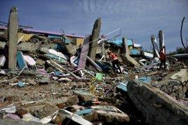 Hari keempat pencarian korban gempa di Mamuju Page 3 Small