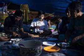 Pengungsi korban gempa bumi Sulawesi Barat Page 2 Small