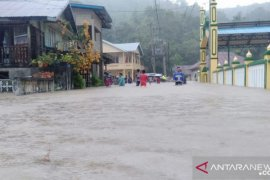Cuaca buruk sebabkan  gangguan jaringan telekomunikasi di Tambelan