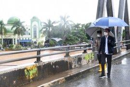 Presiden cek kerusakan infrastruktur, proses evakuasi dan logistik di Banjar