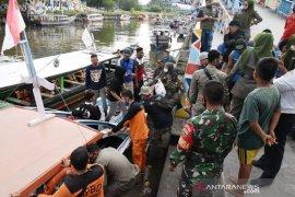 Puluhan wisatawan terjebak di Pulau Angso Duo Pariaman mulai dievakuasi