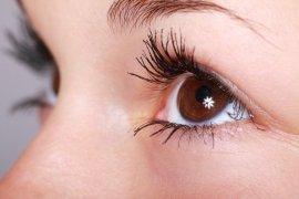 Gejala mata kering akibat terlalu lama pakai masker bisa dicegah