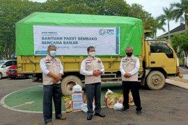 PLN bantu 650 paket sembako untuk warga korban  banjir di Bengkayang
