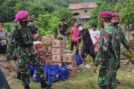 Satgas Bencana TNI AL distribusi bantuan ke posko pengungsian di pegunungan Sulbar