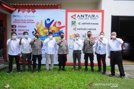 Humas Polda Lampung kunjungan ke kantor Perum LKBN ANTARA Biro Lampung Page 2 Small