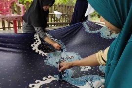 Kopi, lada, pisang muli dominasi motif batik tulis karya Andri