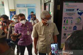 Gubernur Jateng  Ganjar dorong vaksinasi COVID-19 nakes selesai akhir Januari