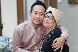 Ibunda komedian Denny Cagur meninggal dunia