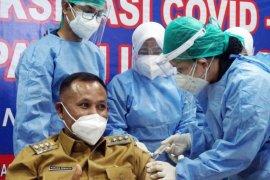 Bupati Lampung Selatan terima vaksin COVID-19 pertama