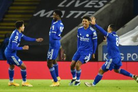 Leicester puncaki klasemen setelah menaklukkan Chelsea 2-0