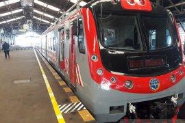 Penumpang kereta komuter mengharapkan ketepatan jadwal KRL Solo-Yogyakarta