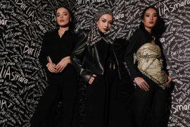 Awali 2021, Syal modis dari rumah mode Barli Asmara