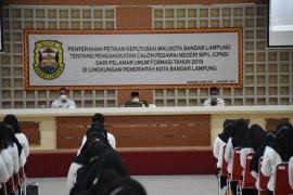 Pemkot Bandarlampung serahkan 341 SK pengangkatan CPNS