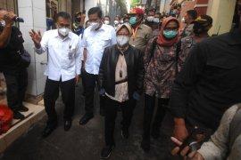 Mensos Tri Rismaharini kunjungi korban banjir Manado